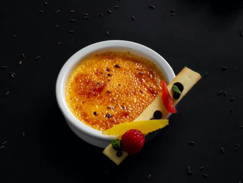 Crème brûlée with lavender photo